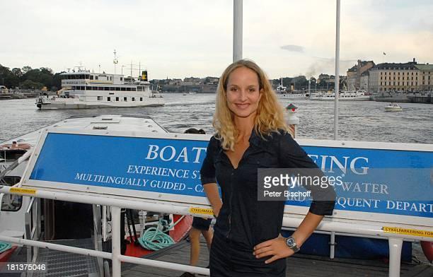 LaraJoy Körner Bootsanleger für Stadtrundfahrt mit dem Schiff Stadtbummel neben den Dreharbeiten zum Inga LindströmFilm Folge 31 'Das Herz meines...