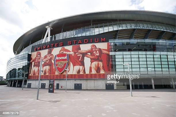 Große Arsenal-logo und Plakat auf Emirates Stadium