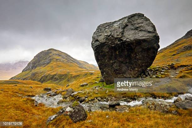 large boulder, mountain stream and hill, isle of skye - stone object stock pictures, royalty-free photos & images
