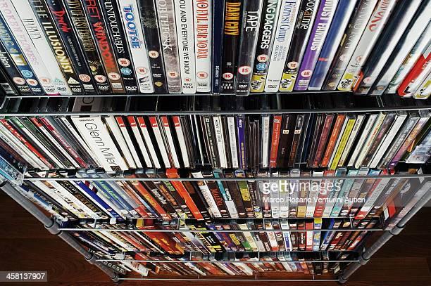 大型の CD と DVD のコレクション、スタック式