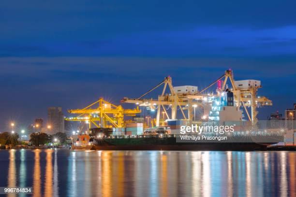 large container vessel unloaded in port - rotterdam stock-fotos und bilder