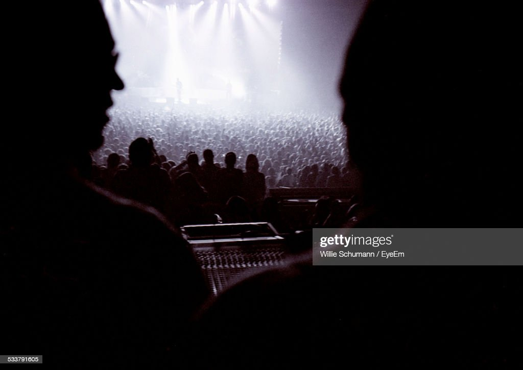 Large Crowd In Front Of Stage : Foto stock