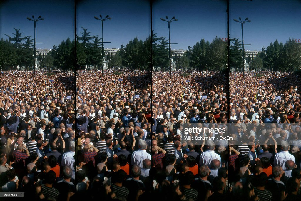 Large Crowd On City Square : Foto stock