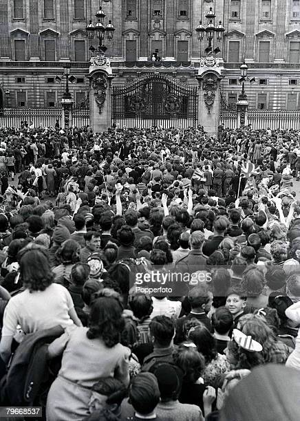 Brest France 8th May A huge crowd gather outside Buckingham Palace as King George VI and Queen Elizabeth and their two daughters stand on the balcony...