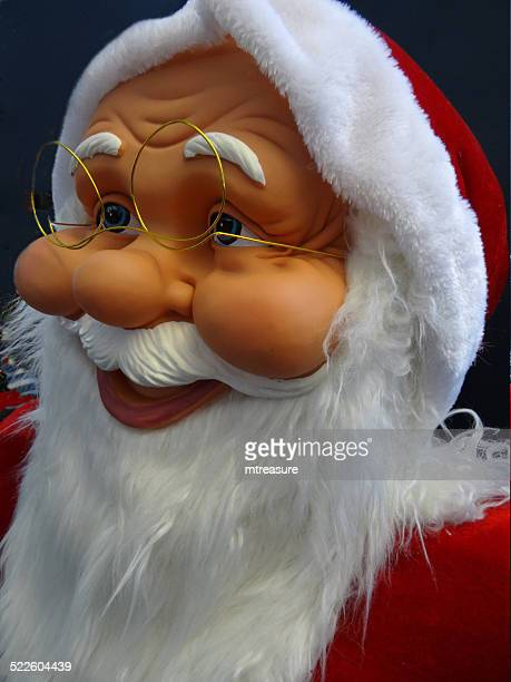 große kuschelige life-größe comic weihnachtsmann/weihnachtsmann-bart, weiß, winter-anzeige - volle lebensgröße stock-fotos und bilder