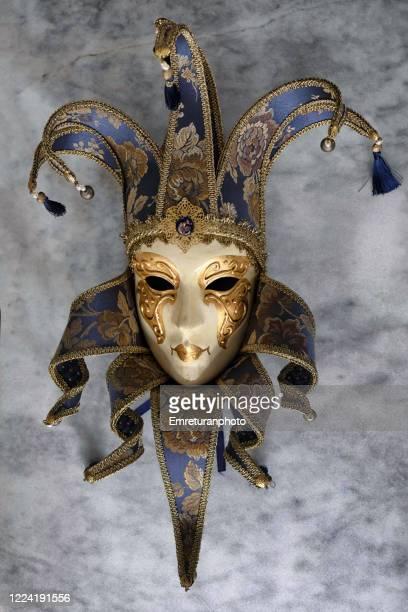 large decorative venetian mask on gray tabletop. - emreturanphoto stock-fotos und bilder