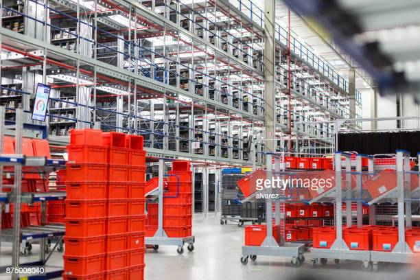 large distribution warehouse - box container stock pictures, royalty-free photos & images