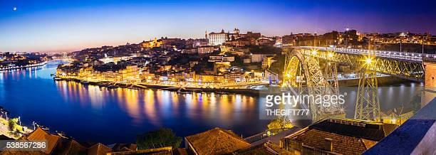 大型のポルトの街のパノラマに広がる - ポルトガル ポルト ストックフォトと画像