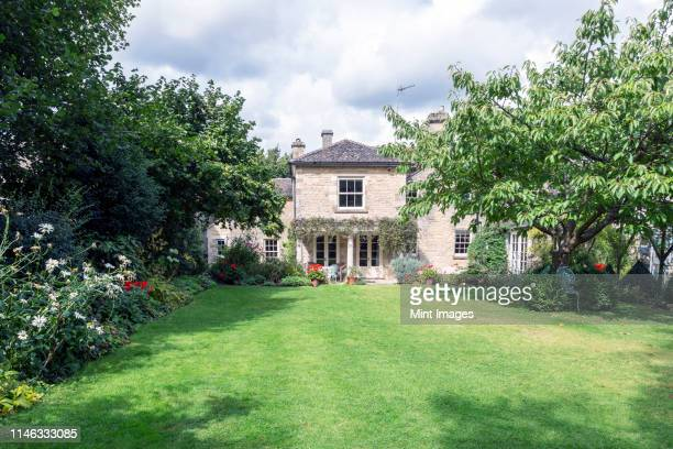 large front yard or garden of house - domestic garden stock pictures, royalty-free photos & images