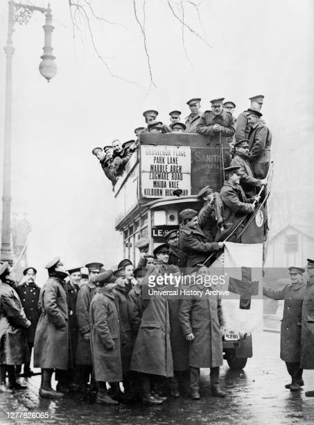 Large Group of American Soldiers on Leave from France Sightseeing on Red Cross Omnibus Grosvenor Gardens, London, England, UK, American National Red...
