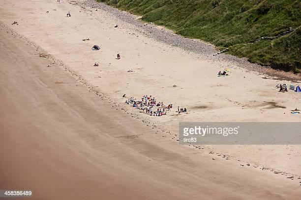 Große Gruppe von Kindern am Strand