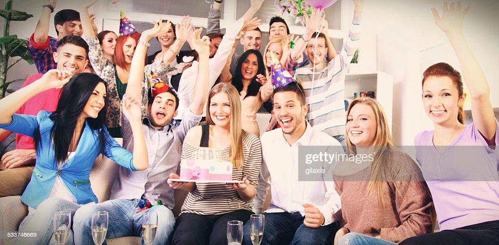 Grande gruppo di persone alla festa di compleanno. : Foto stock