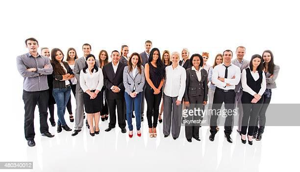 Große Gruppe von lächelnden Geschäftsleute Sie in die Kamera blickt.
