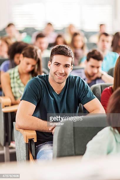 大型の学生グループクラスを持つ、レクチャーホール。 - 円形劇場 ストックフォトと画像