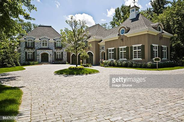 large house and driveway - laval canada stock pictures, royalty-free photos & images