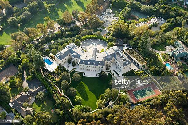 large mansion in holmby hills (los angeles), california - westwood neighborhood los angeles stock pictures, royalty-free photos & images