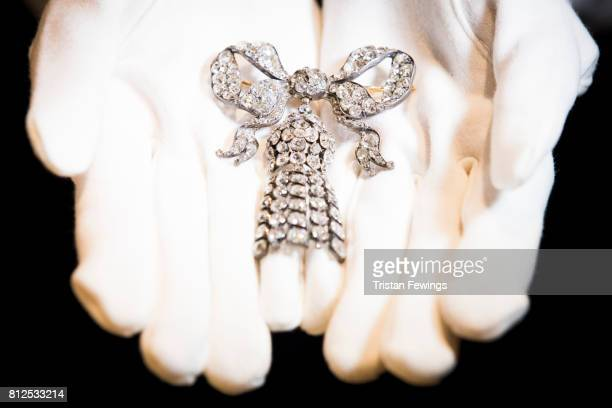A large mid 19thcentury diamond bow brooch owned by Hollywood Icon and Gone With The Wind Star Vivien Leigh goes on display as Sotheby's announced...