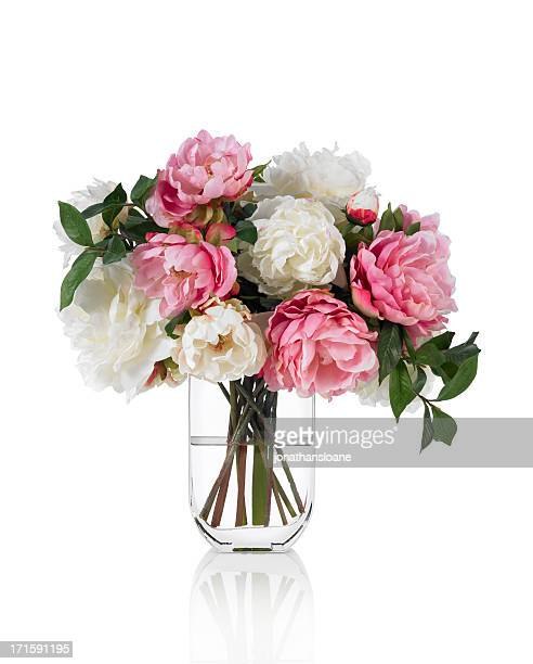 Grand bouquet de pivoines mixte printemps sur fond blanc