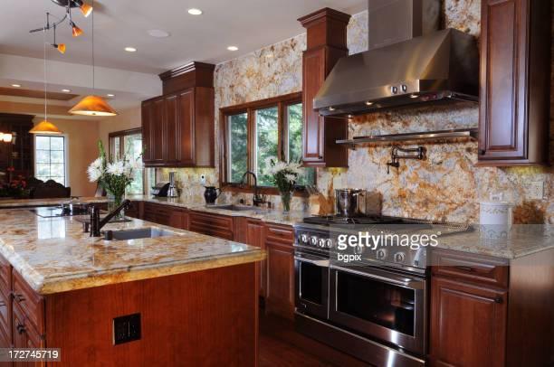 Grande nouvelle maison cuisine avec comptoir en granit