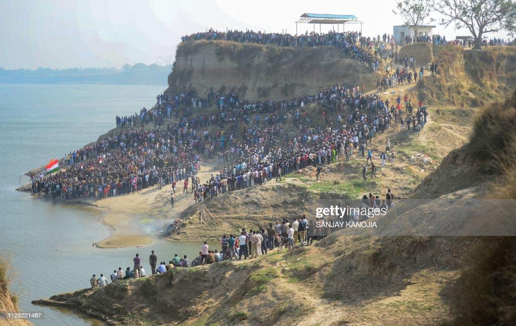 TOPSHOT-INDIA-UNREST-KASHMIR-PAKISTAN : News Photo