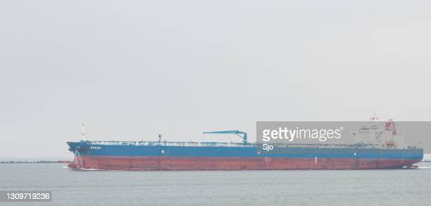 """large oil tanker ship bravo leaving the port of rotterdam on an overcast day. - """"sjoerd van der wal"""" or """"sjo"""" stock pictures, royalty-free photos & images"""