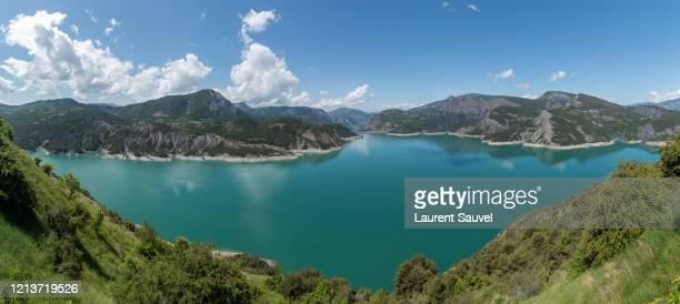 large panoramic view of lake serre-ponçon, hautes-alpes, france - laurent sauvel photos et images de collection