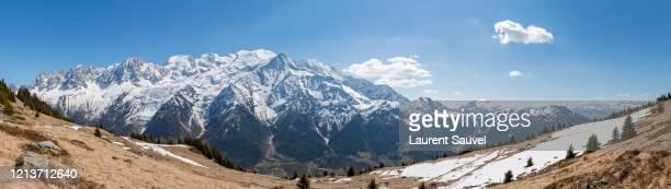 large panoramic view of the mont blanc massif, haute-savoie, france - laurent sauvel photos et images de collection