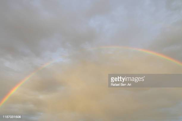 large rainbow in the cloud - rafael ben ari - fotografias e filmes do acervo