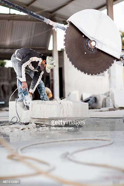 large saw blade near artisan head - merten snijders - fotografias e filmes do acervo
