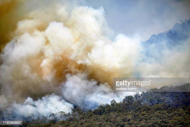 large smoke clouds in valley from forest fires, bushfires in the blue mountains, australia - australia fire stock pictures, royalty-free photos & images