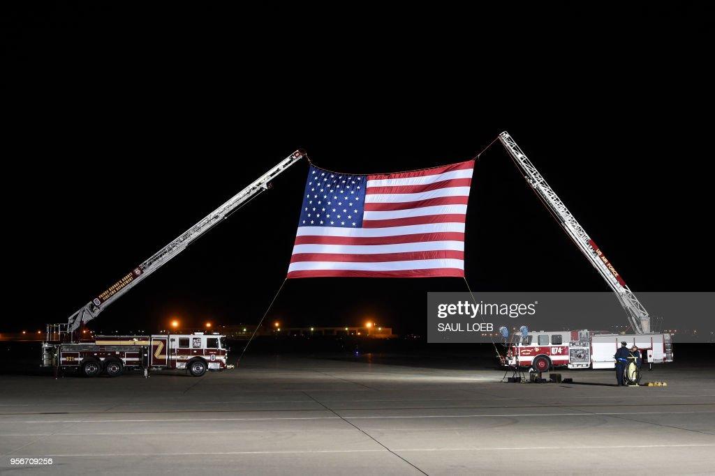 TOPSHOT-US-NKOREA-diplomacy-PRISONERS : News Photo