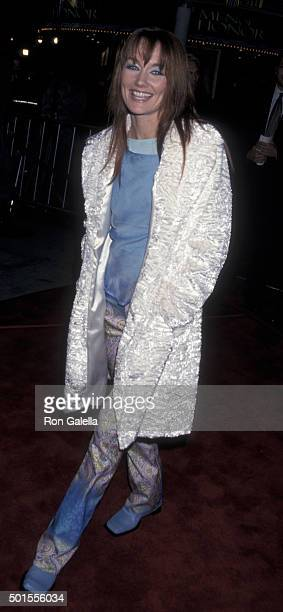 Lari White attends the world premiere of 'Cast Away' on December 7 2000 at Mann Village Theater in Westwood California