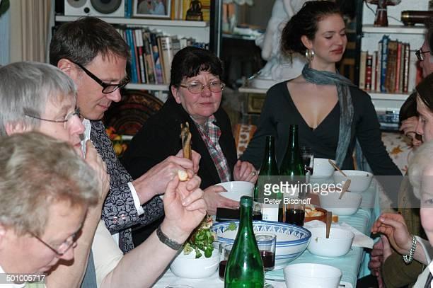 Larissa Kerner Desy Bary Gäste FamilienFeier zum 90 Geburtstag von R o b e r t F r e i t a g Homestory Grünwald bei München Deutschland PNr 481/2006...