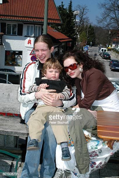 Larissa Kerner Zwillingsbruder Sakias Manuel Kerner Cousin Luke Tobias FamilienFeier zum 90Geburtstag von R o b e r t F r e i t a g Grünwald bei...