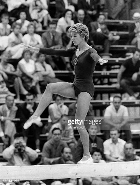 Larissa LatyninaTurnerin SU am Schwebebalken während der olympischen Spiele September 1960