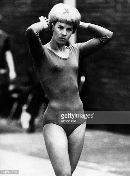 Larissa LatyninaTurnerin UdSSRim Sportdress 1966