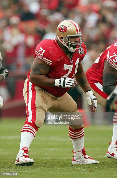Larry Allen of the San Francisco 49ers moves on the line during the game against the Arizona Cardinals at Monster Park on December 24 2006 in San...