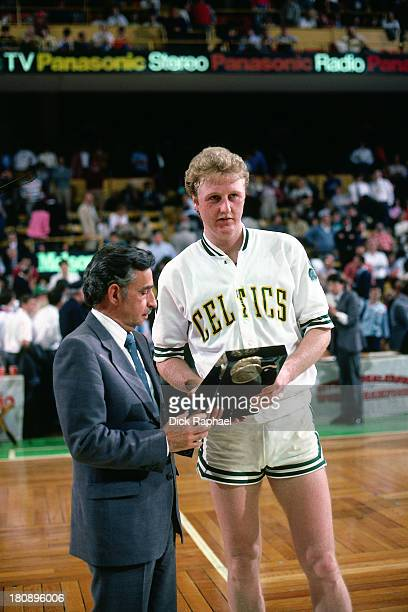 Larry Bird of the Boston Celtics receives an award after a game circa 1985 at the Boston Garden in Boston Massachusetts NOTE TO USER User expressly...