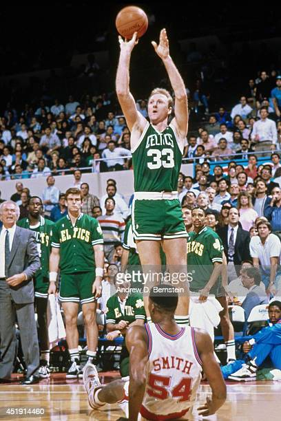 Larry Bird of the Boston Celtics shoots the ball against Charles Smith of the Los Angeles Clippers during the game on December 26, 1989 at the Los...