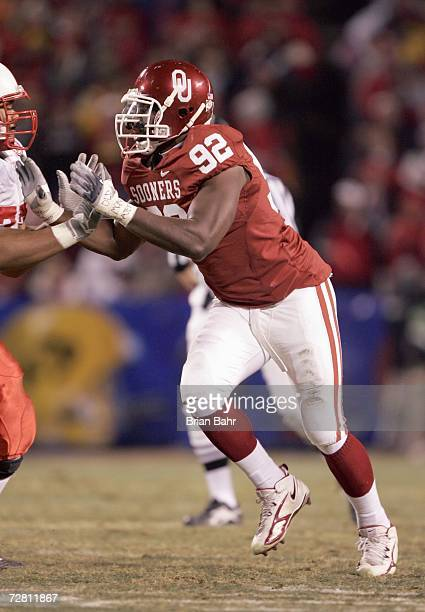 Larry Birdline of the Oklahoma Sooners moves on the field against the Nebraska Cornhuskers during the 2006 Dr Pepper Big 12 Championship on December...