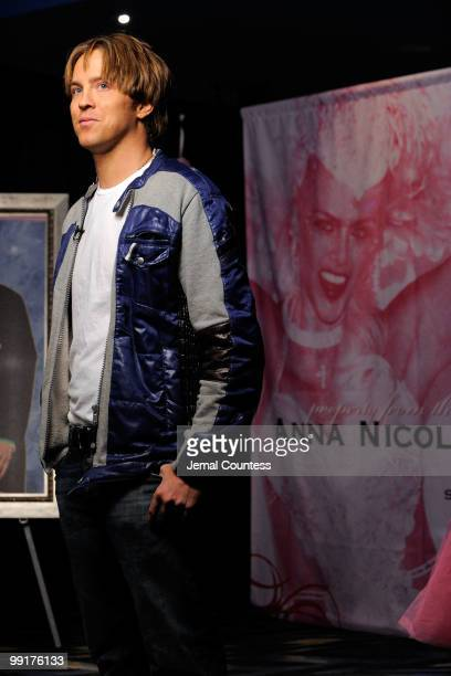 Larry Birkhead former partner of actress Anna Nicole Smith speaks to the media during the press preview for the sale of the Estate of Anna Nicole...