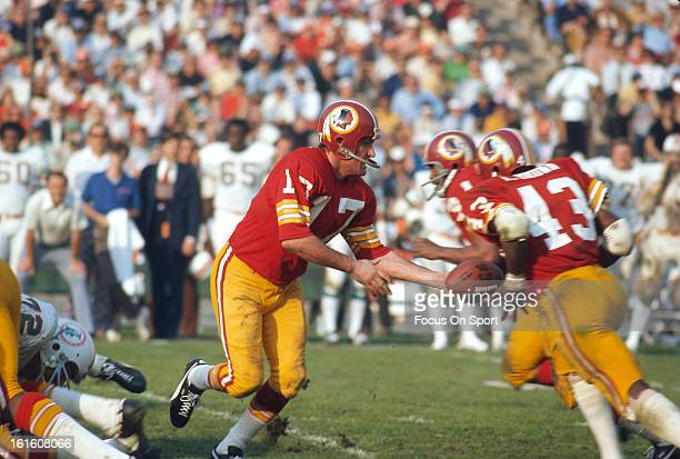 Larry Brown of the Washington Redskins takes a handoff from quarter back Billy Kilmer against the Miami Dolphins during Super Bowl VII at the Los...