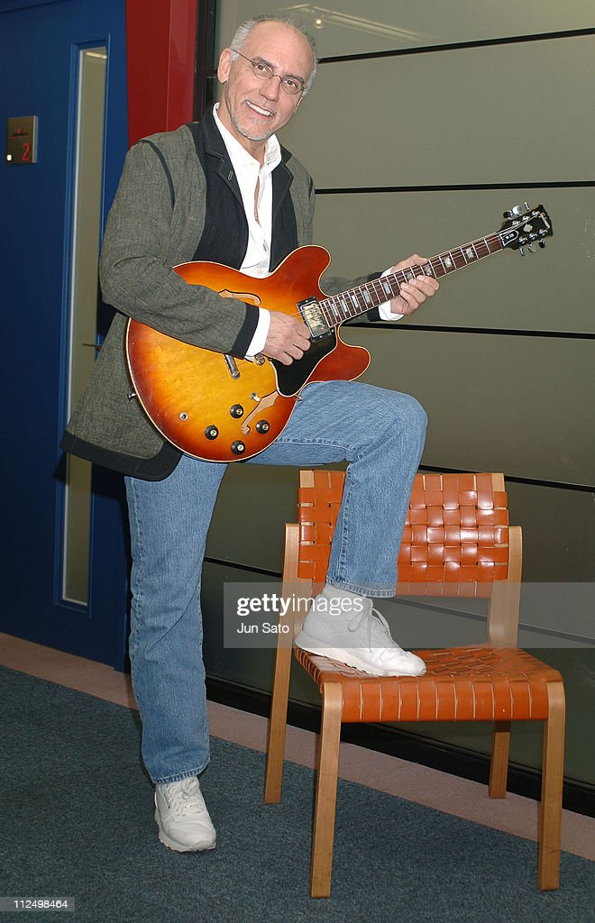 "Larry Carlton Launches His Solo Album ""Fire Wire"" at BMG Japan"