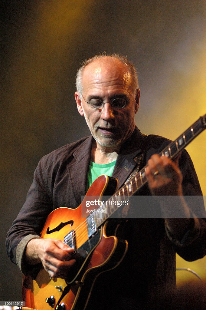 Larry Carlton Performs In Barcelona