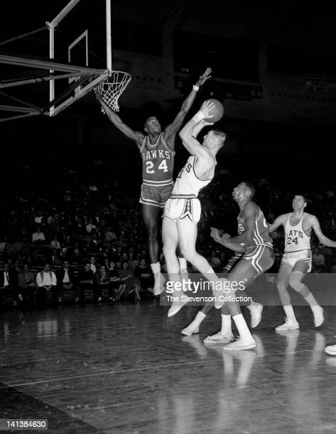 Larry Costello of the Syracuse Nationals shoots against Cleo Hill of the St Louis Hawks circa 1962 at the Onondaga War Memorial Arena in Syracuse New...