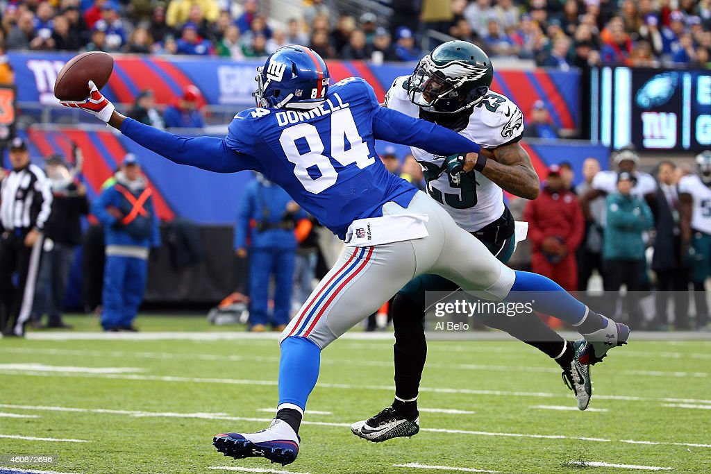 Larry Donnell #84 of the New York Giants fails to make a catch as Nolan Carroll #23 of the Philadelphia Eagles defends in the first quarter during a game at MetLife Stadium on December 28, 2014 in East Rutherford, New Jersey.