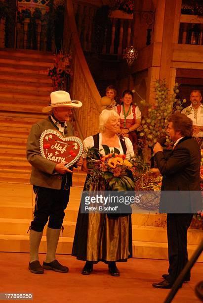 "Larry Hagman , Ehefrau Maj Axelsson, Andy Borg , ARD/ORF/SF-Musikshow ""Musikantenstadl"", München, Bayern, Deutschland, Europa, ""Olympiahalle"",..."