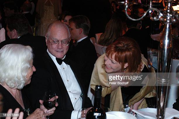 Larry Hagman Ehefrau Maj Axelsson BallGast UnescoBenefizGala Neuss Deutschland
