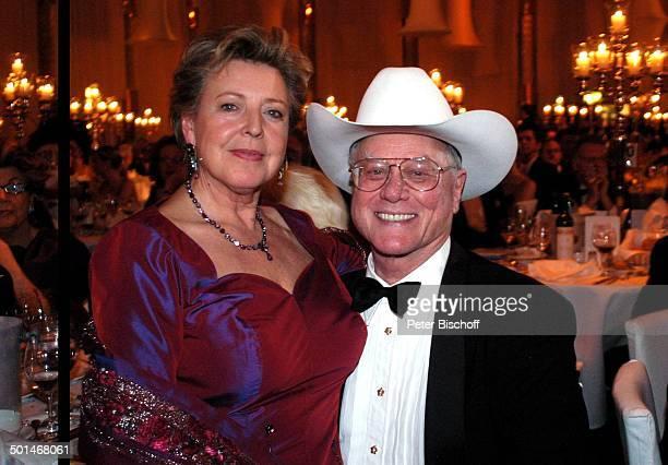 Larry Hagman MarieLuise Marjan CharityVeranstaltung 13 UnescoBenefizGala für Kinder in Not Hotel Swissotel Neuss NordrheinWestfalen Deutschland...