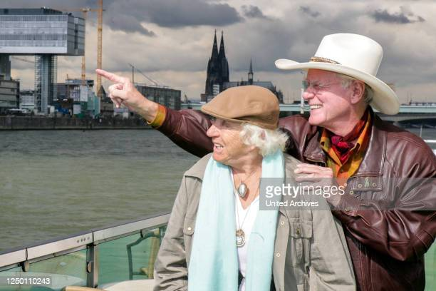 Larry Hagman - Rundfahrt auf dem Rhein - Der US-amerikanischer Schauspieler Larry Hagman alias J. R. Ewing und seine Ehefrau Maj Axelsson zu Besuch...